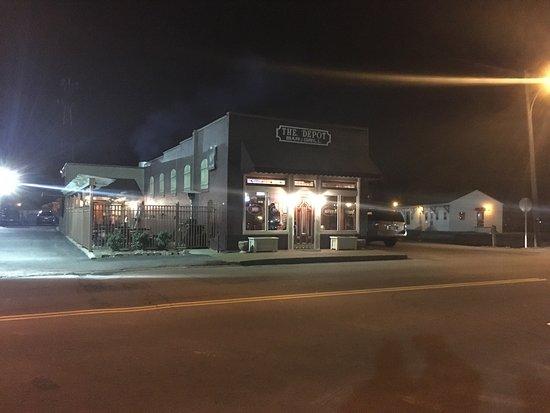 Springfield, TN: Depot Bar & Grill