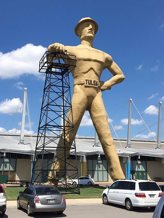 Front view of the Golden Driller
