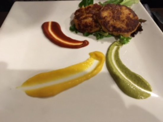 Iowa City, IA: crab cakes