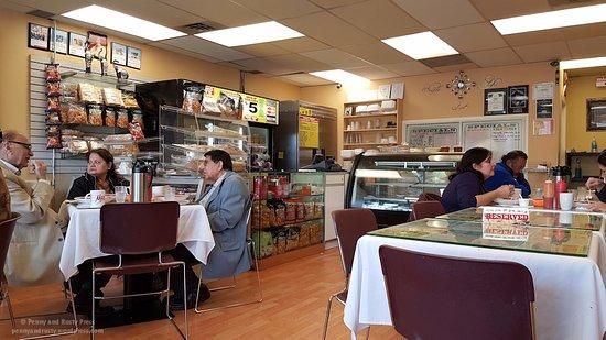 Safari Snack House & Grill : Interior of restaurant