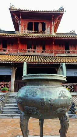 Nine Dynastic Urns