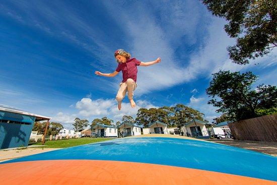 St Helens, Australien: Jumping Pillow fun!