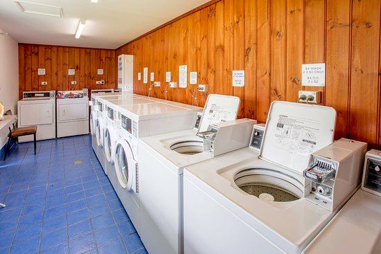 St Helens, Australien: Coin operated Laundry, with outdoor clotheslines available.
