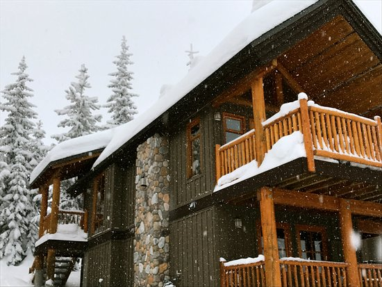 Big White, Canada: Cabin 10 - 2 separate entries and a private drying room