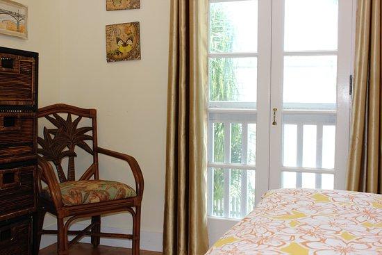 Andrews Inn and Garden Cottages: Paris Bedroom