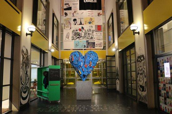 Montreal, Canadá: art hallway