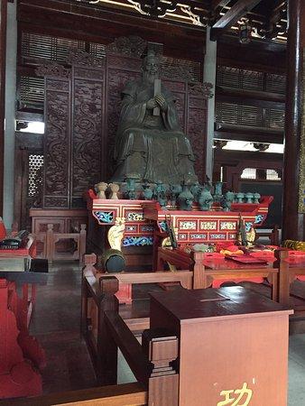 Nanning, الصين: VISTA INTERIOR DEL TEMPLO PRINCIPAL