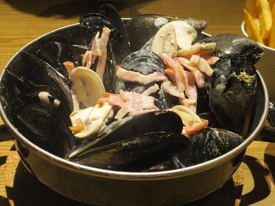 Musashino, Japon : クリームがけのムール貝