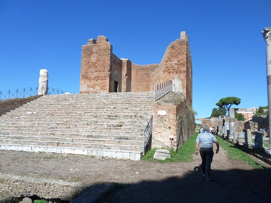Ostia Antica, Italy: The temple
