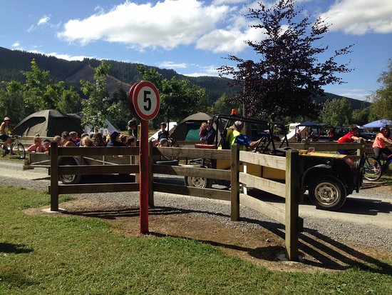 Quinney's Bush Camp: Quinney's Busy - tractor/trailer rides