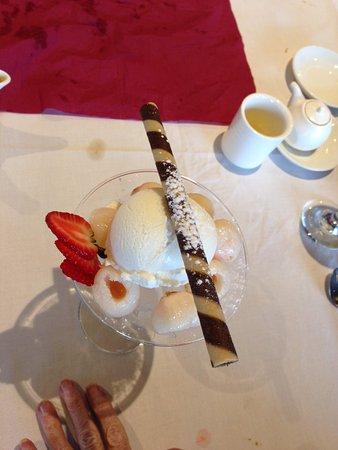 Point Cook, Austrália: Lychees with Ice cream