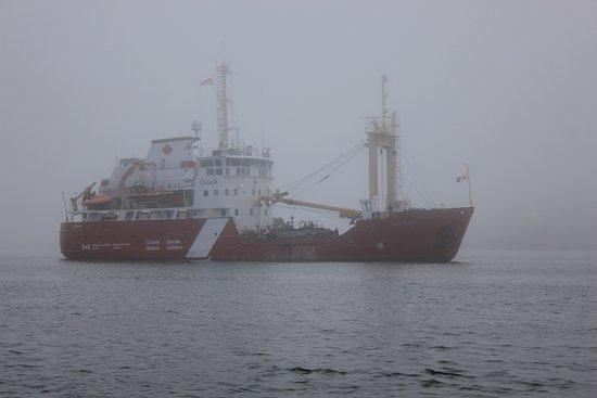 อูกลูเอเลต, แคนาดา: we even saw the coast guard