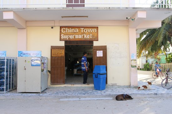 Caye Caulker, เบลีซ: Prizes for Ice-cream in BZ Dollar Incredibly expensive. This Island is owned by Chinese! Most di