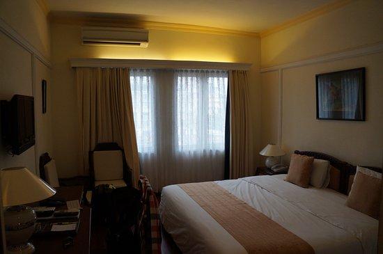 رويال هوتل سايجون: 部屋はきれいで、ダブルサイズベッドが快適