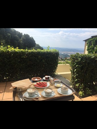Breakfast in terrace picture of belmond villa san for Breakfast terrace