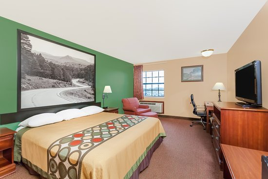 Searcy, AR: Enjoy free WIFI, cable TV, and a comfy bed in any of our rooms.
