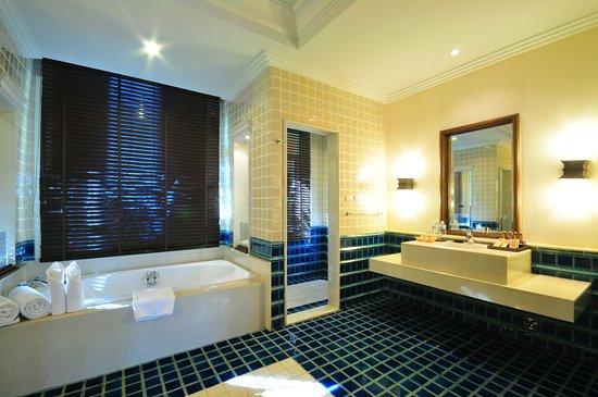 Katiliya Mountain Resort & Spa: Superior Suite's bathroom