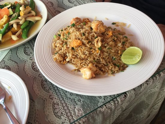 Talat Yai, Thailand: Shrimp fried rice and mixed vegetables.