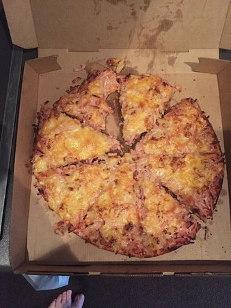 Awful greasy pizza
