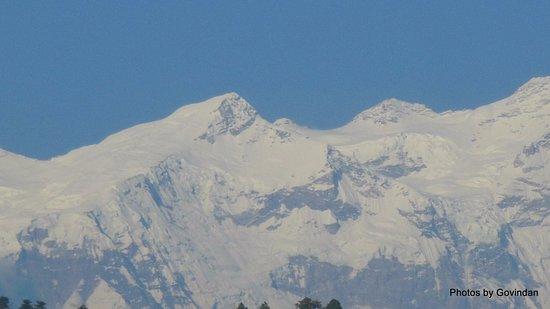 Kurintar, Nepal: Snow capped mountains