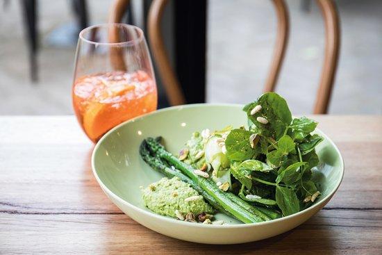 Aldgate, Australien: Green Green Bowl + Aperol Spritz