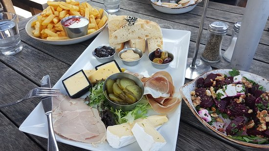 Onetangi, New Zealand: Very generous antipasto platter for two for $30