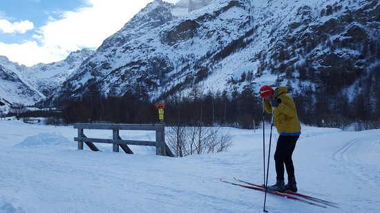 Villar-d'Arene, France: x country skiing on the doorstep (and ice skating)