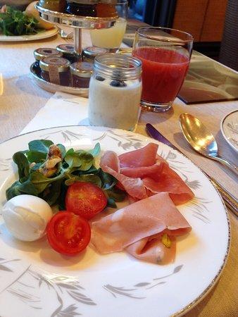 Hotel Principe Di Savoia: 朝食のビュッフェ一皿目