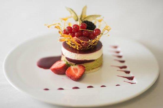 Pierrelatte, France: dessert fruits rouge