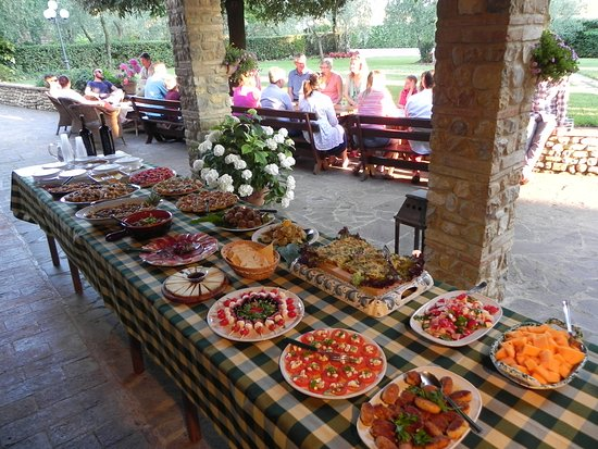 Villa Le Torri: Free welcome buffet on Saturday from April to October