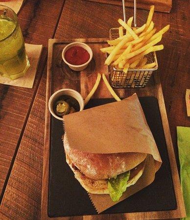 Bruchsal, Alemania: Burger Tuesday, ein Burger von der großen Spezialkarte inklusive Cocktail für 12,90€