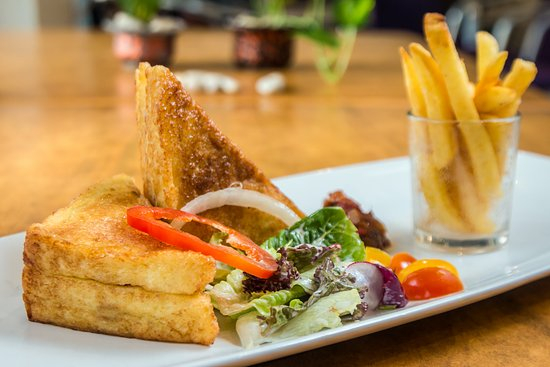 Kuta Central Park Hotel: Food dining
