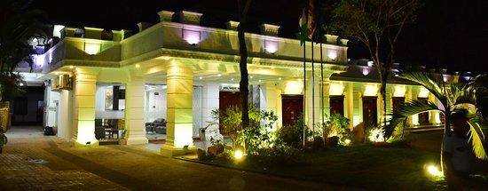 Hotel Euro Star : Hotel at Night view