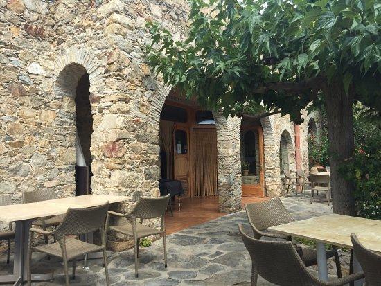 Pau, Spain: terraza soleada y buena sombra en verano