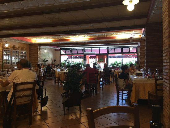 Sorano, อิตาลี: Il salone molto anni '80 - Fidalma