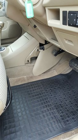Waiheke Auto Rentals: Console trim falling off