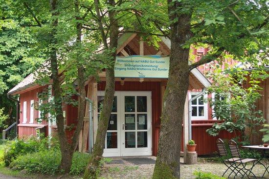 Winsen, Alemanha: Im Info-Zentrum gibt es auch Lesestoff und Andenken zu kaufen.