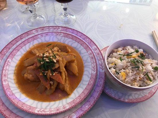 Morlaix, França: Poulet au curry avec riz cantonais ! :)