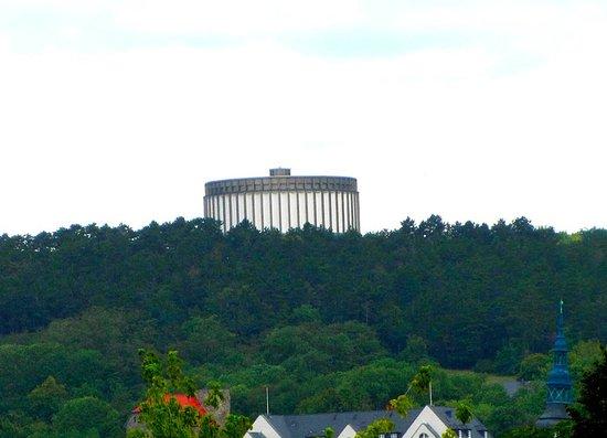 Bad Frankenhausen, Deutschland: the Museum on hill from far