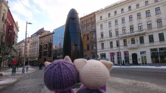 Brno, Republika Czeska: my travel kitties and the clock