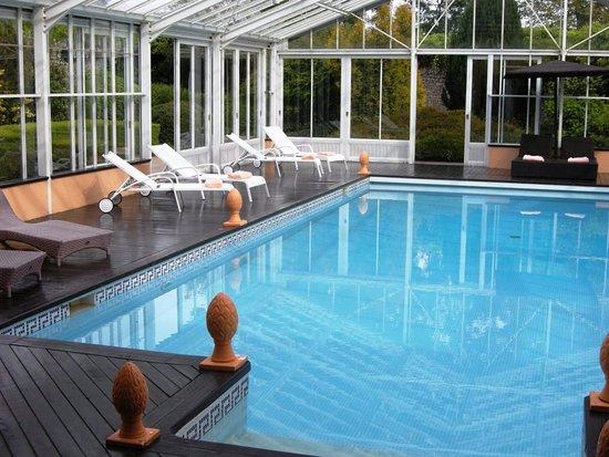 Sully, Francia: En arrivant tôt dans l'après-midi, foncez à la piscine
