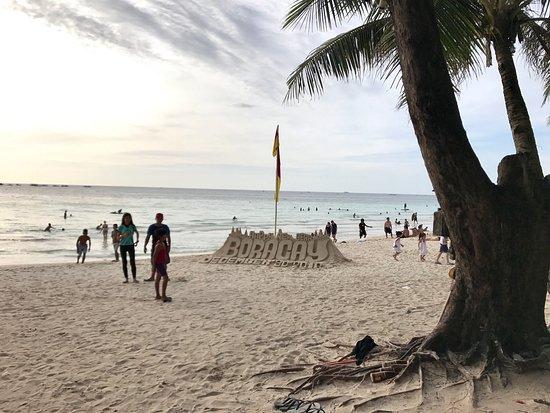 Great location, beach front, restaurant & bar