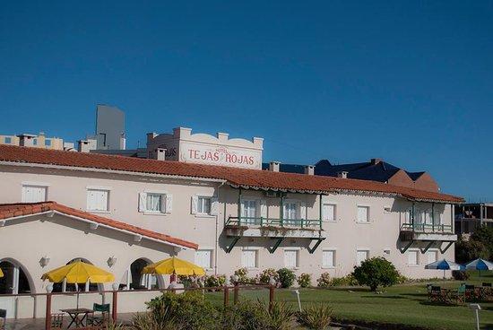 Hotel Tejas Rojas: Frente del Hotel