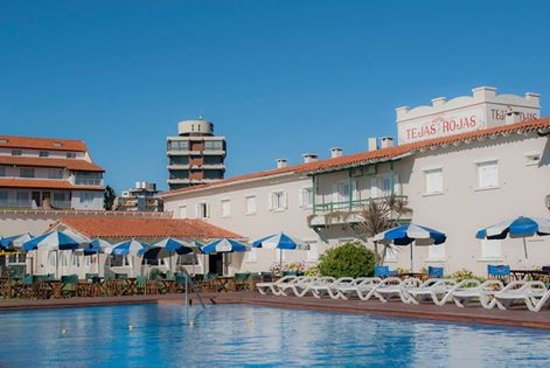Hotel Tejas Rojas: Vista del Hotel desde la piscina