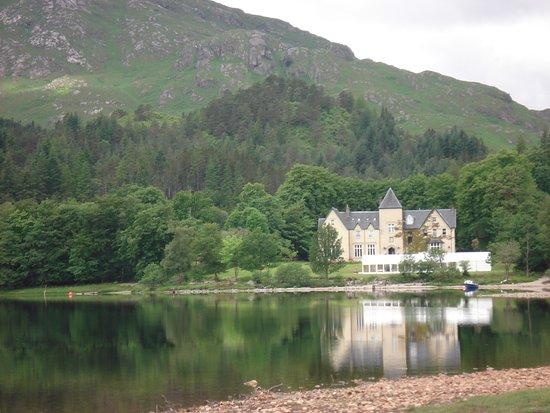 Glenfinnan, UK: lago y montañas