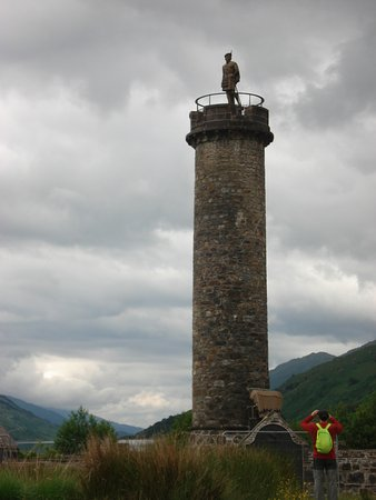 Glenfinnan, UK: monumento a bonnie prince Charles...y vista panoramica al lago