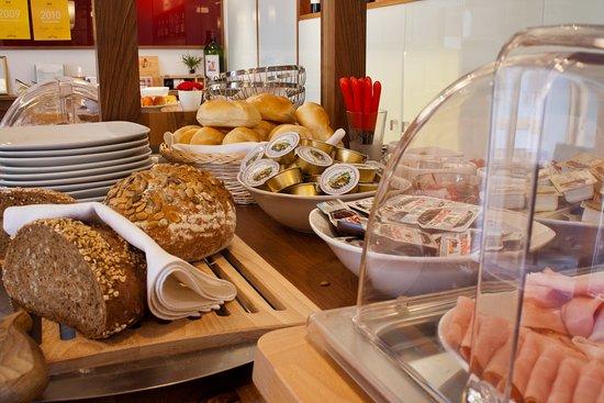 Mörbisch, Austria: Frühstücksbuffet