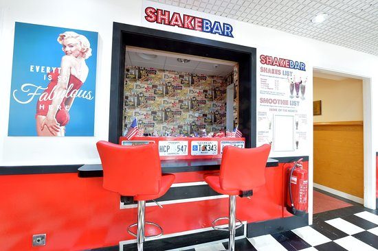 Kilbirnie, UK: Enjoy our famous Shake Bar!!