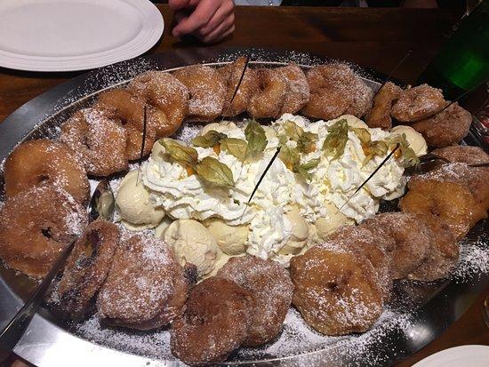 Hutt'n Essen & Trinken: Apfelküchle mit Vanilleeis und Sahne