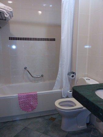 Margoa Hotel Netanya: Ванная комната
